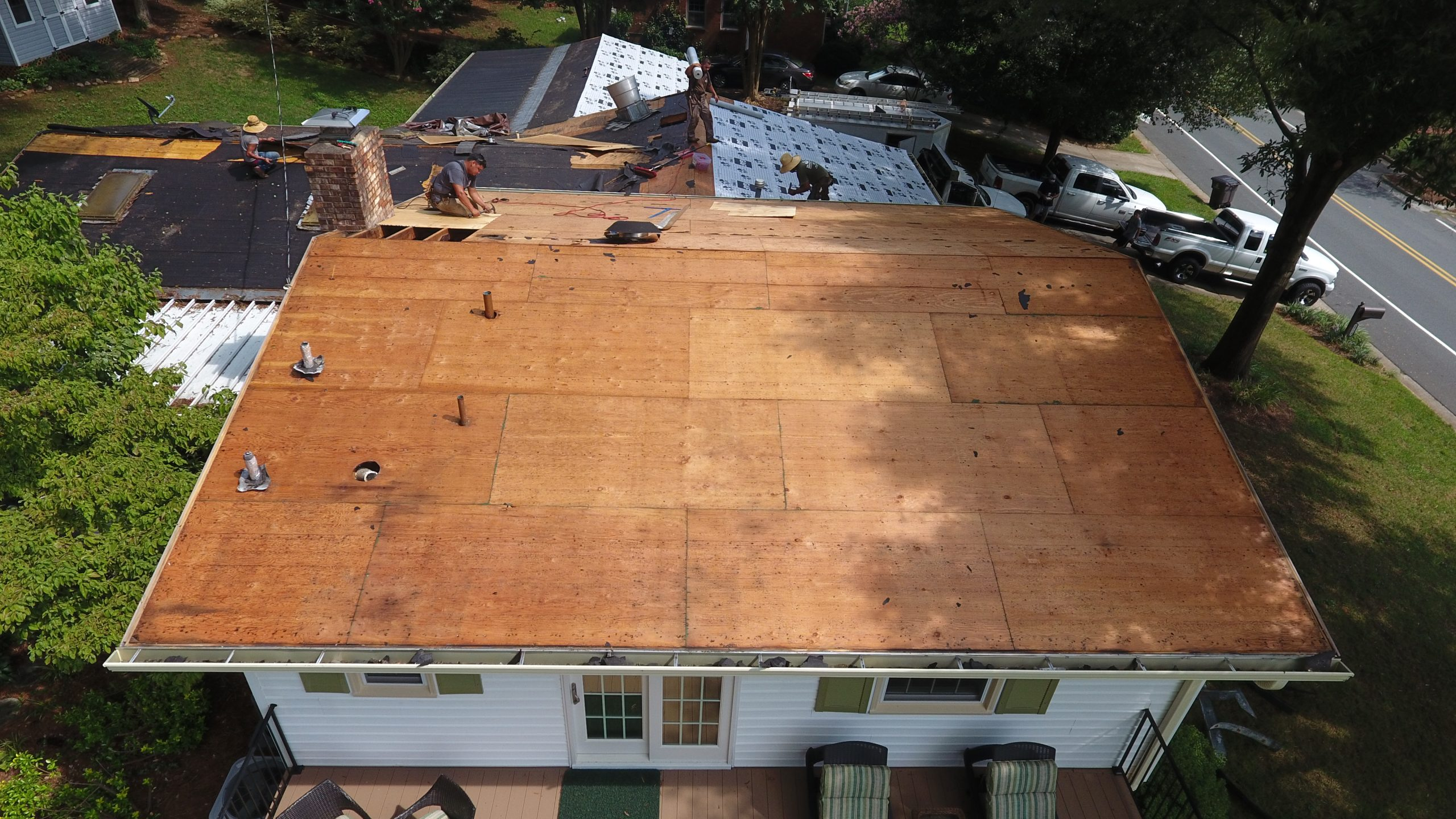 WE'LL GIVE YOUR ROOF A NEW LIFE!
